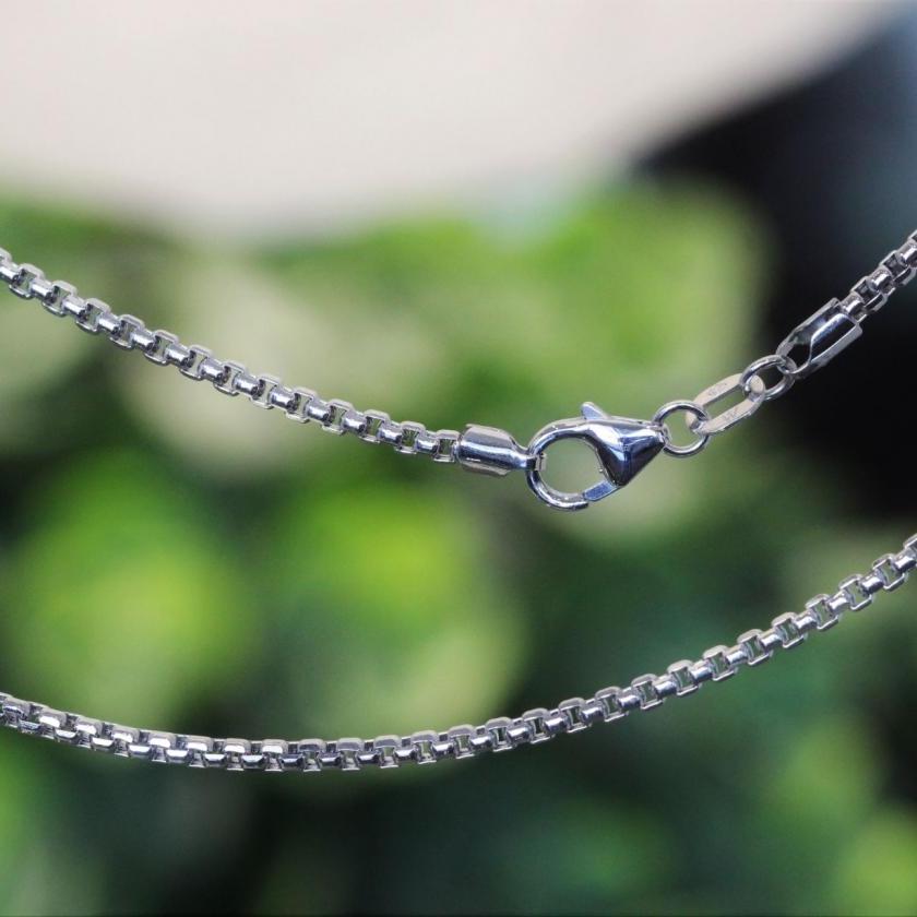 18ct White Gold Box Link Diamond Cut Chain