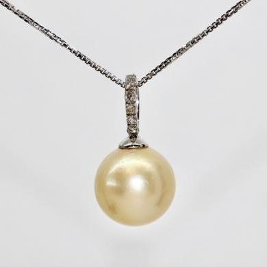 18ct White Gold South Sea Pearl and Diamond Pendant