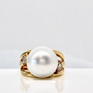 18ct Yellow Gold South Sea Pearl and Diamond Ring