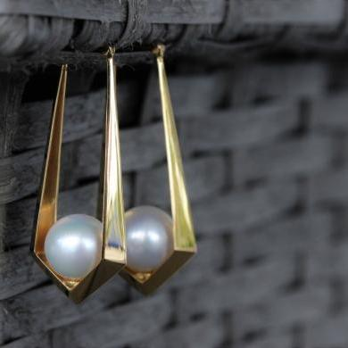 18ct Yellow Gold South Sea Pearl Long Hoop Earrings